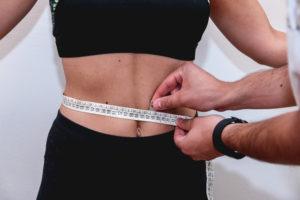 Gambe gonfie-ritenzione idrica-grassi-obesità-cellulite-Prof. Carmelo Giuffrida-Catania-1