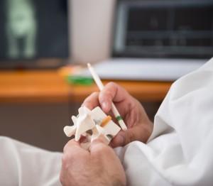 Ernia-protrusione-disco vertebrale-mal di schiena-lombalgia-lombo sciatalgia-cervicalgia-lombare-cervicale-Prof. Carmelo Giuffrida-Catania