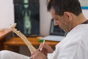 Patologie ortopediche-Artrosi-Artrite-Osteoporosi-protesi-ginocchio-spalla-piede-mal di schiena-ernia-protrusione-Prof. Carmelo Giuffrida-Catania